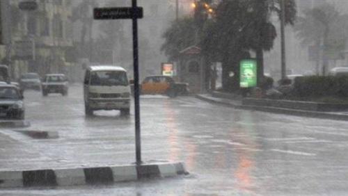 سقوط الامطار الغزيرة الرعدية