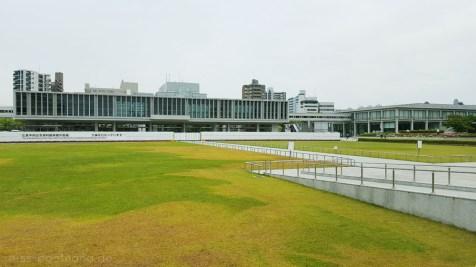 Das Friedensmuseum (Blick aus dem Friedenspark)