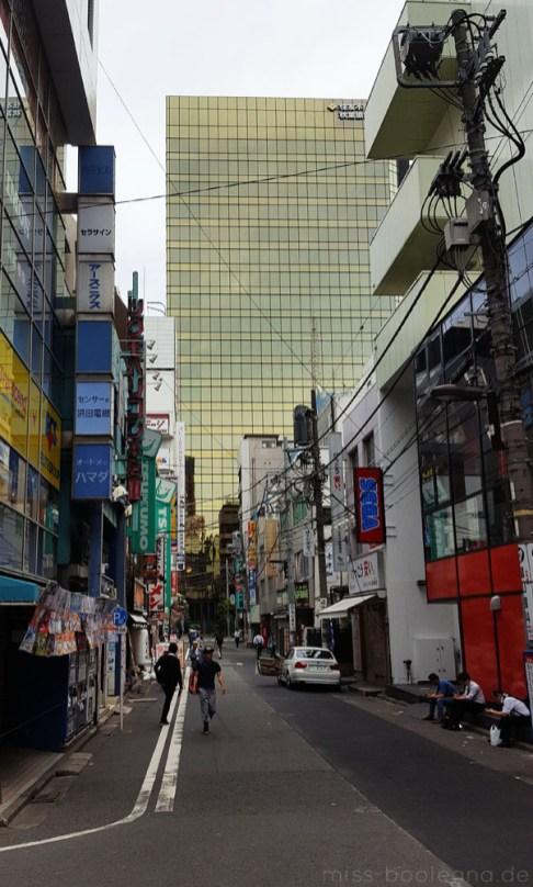auch die nicht glamourösen sind typisch japanische Straßen