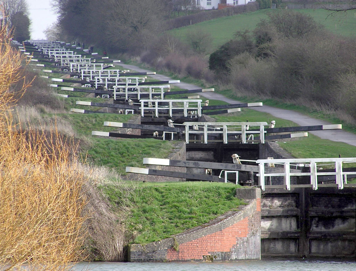 Caen Hill Locks by Adrian Pingstone