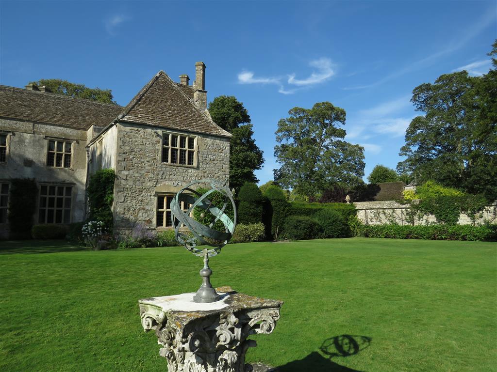 Visiting Avebury, Wiltshire