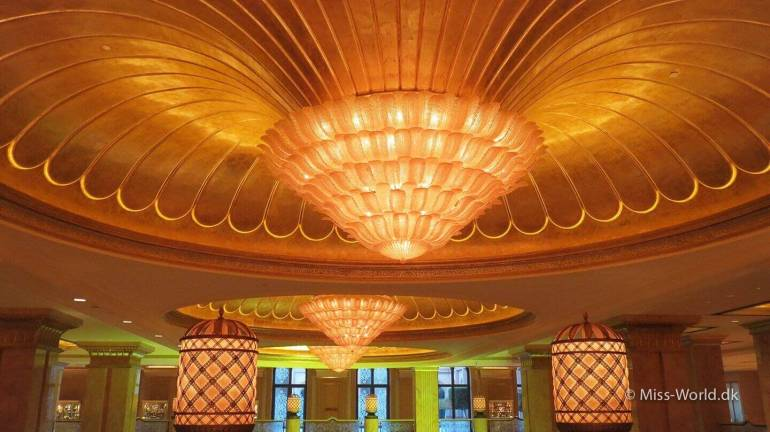 Emirates Palace Hotel Abu Dhabi - Ceiling of gold