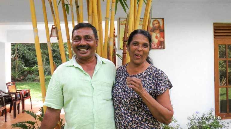 Besøg i et privat hjem i Sri Lanka. Det er en dejlig oplevelse at blive inviteret på besøg i et privat hjem i Sri Lanka. Srilankanere er utroligt gæstfrie og sådan oplevelse er guld værd.