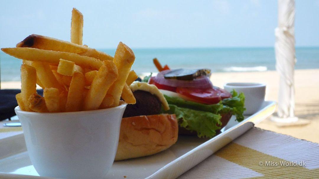 Veggie Burger i restauranten på hotellet Jetwing Sea i Negombo
