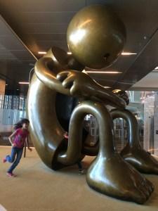 © Clara.GO-escultures per jugar. Doha airport-Qatar