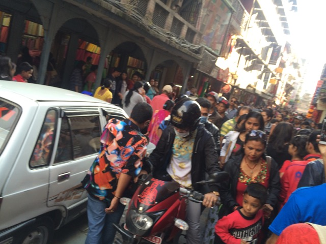 © Clara Go - Aquest any no és normal al #Nepal: #Dashain, #Earthquake and #fuelcrisis - #BackoffIndia