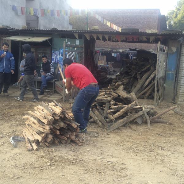 © Clara.GO- Altre cop a Kathmandu. Gyaneswor: Els transformadors en flames.