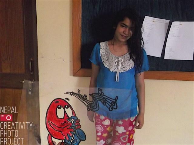 Plastic and Cartoons a la Children Home (Bal Griha) de Patan - Amics del Nepal