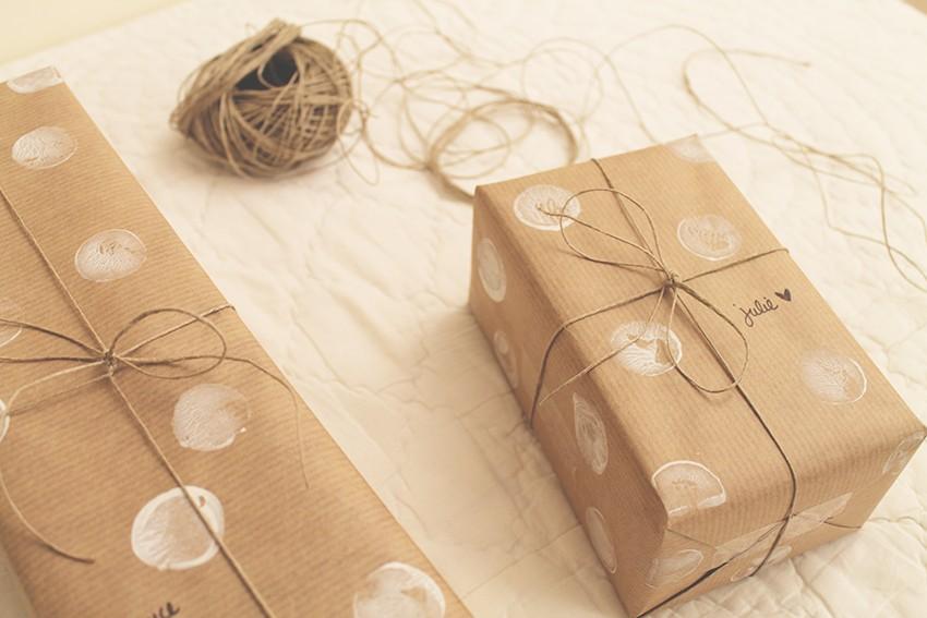 Des paquets cadeaux à pois blancs pour Noël - DIY - Miss Blemish