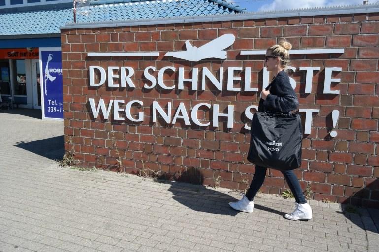 Mamablog Fliegen mit Baby Flughafen Sylt babyzen yoyo kinderwagen (1)
