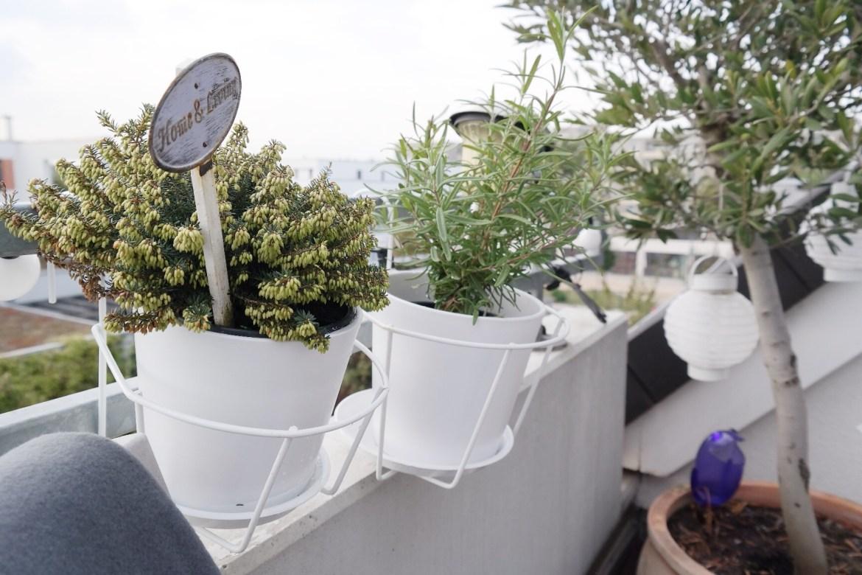 Balkon verschönern modern weiß herbst Missbonnebonne Lifestyleblog bonn (5) Balkon herbst