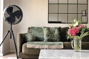 Wohnzimmer einrichten – unser Sofa bekommt eine Aufwertung