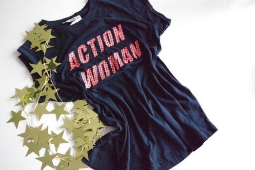 Action Woman Superheldin T-Shirt Weihnachtsgeschenk Tipp Aufdruck