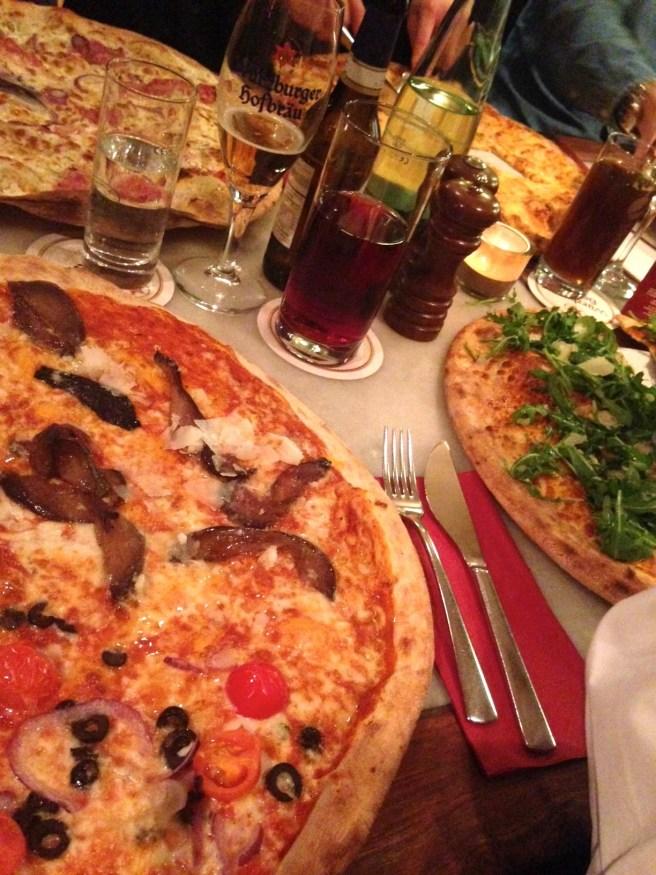 missbbontour missbonnebonne reiseblog reisen kurztrip städtetrip würzburg locanda essengehen pizza