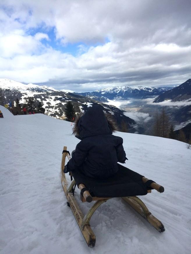 Missbbontour Reiseblog Reisen mit Kindern Blog Bonn Lifestyle Kurztrip Skifahren Skiurlaub HIntertux Gletscher Mayrhofen Hütte Schlittenfahren Abfahrt Kinder
