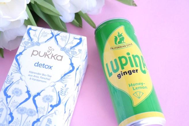 März Beautylieblinge Favoriten Blog Detox Tee Ginger Lupina Getränk Geschenkideen Neuheiten Smoothie Superfoodpulver Rawfood Cleaneating Snack Kakao womit Smoothie upgraden