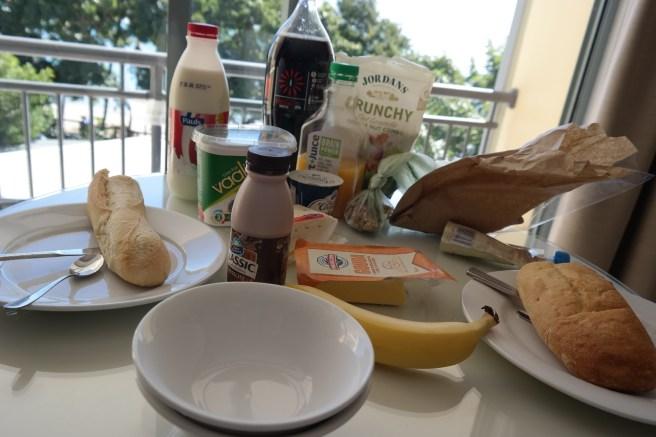 Ostküste Roadtrip Australien reisen mit Baby Kind Tipps Erfahrungen mit dem Auto Airlie Beach Hotel Strand Promenade essen