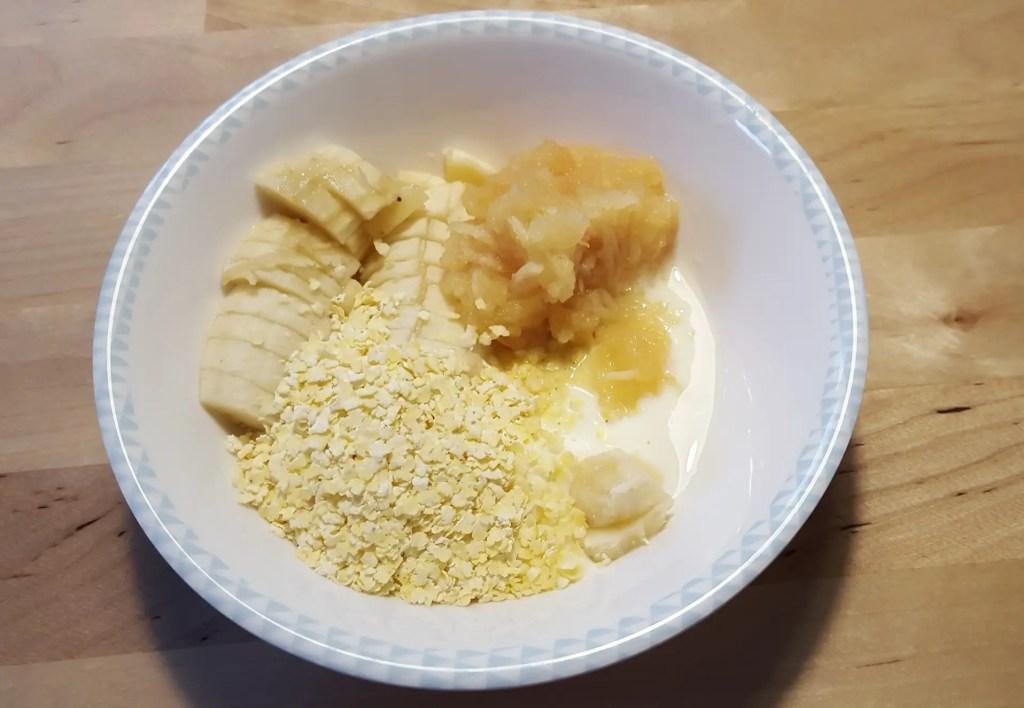 Müsli müesli kind frühstück banane babybrei essbeginner