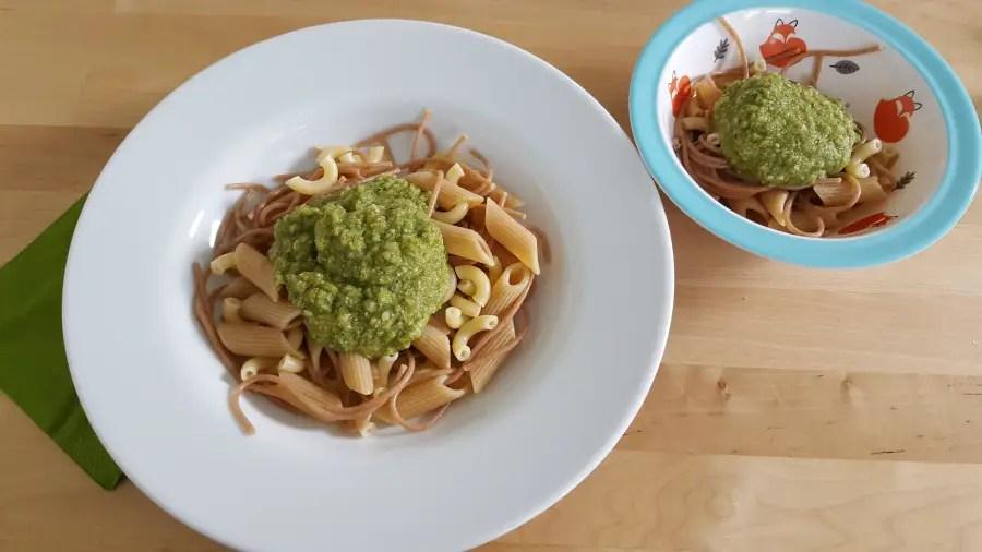 Vegan superfood für Mama & Baby: Vollkornpasta mit grüner Sauce