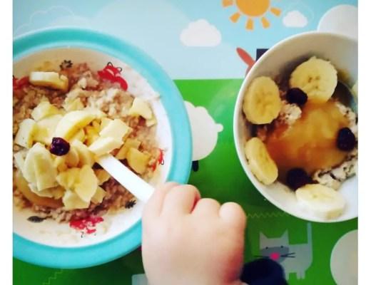 Frühstücksmuesli mit Früchten, Banane, Heidelbeeren