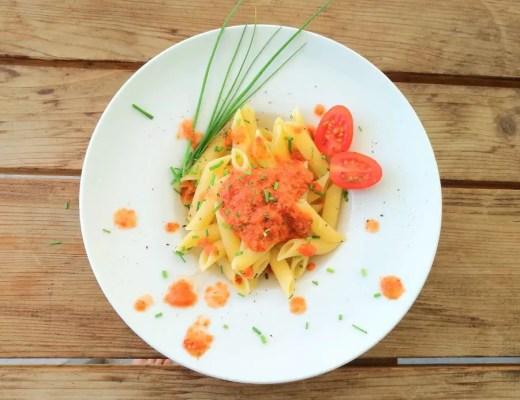 Kalte Gazpacho-Sauce mit Pasta