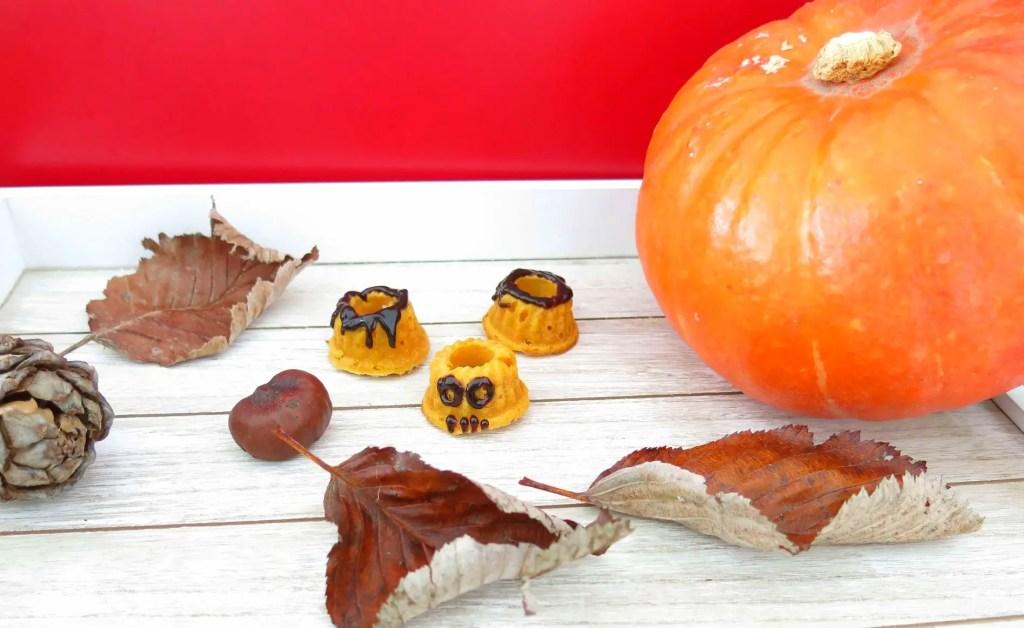 Kleine Gugls für Halloween mit Kürbis und Herbstblättern