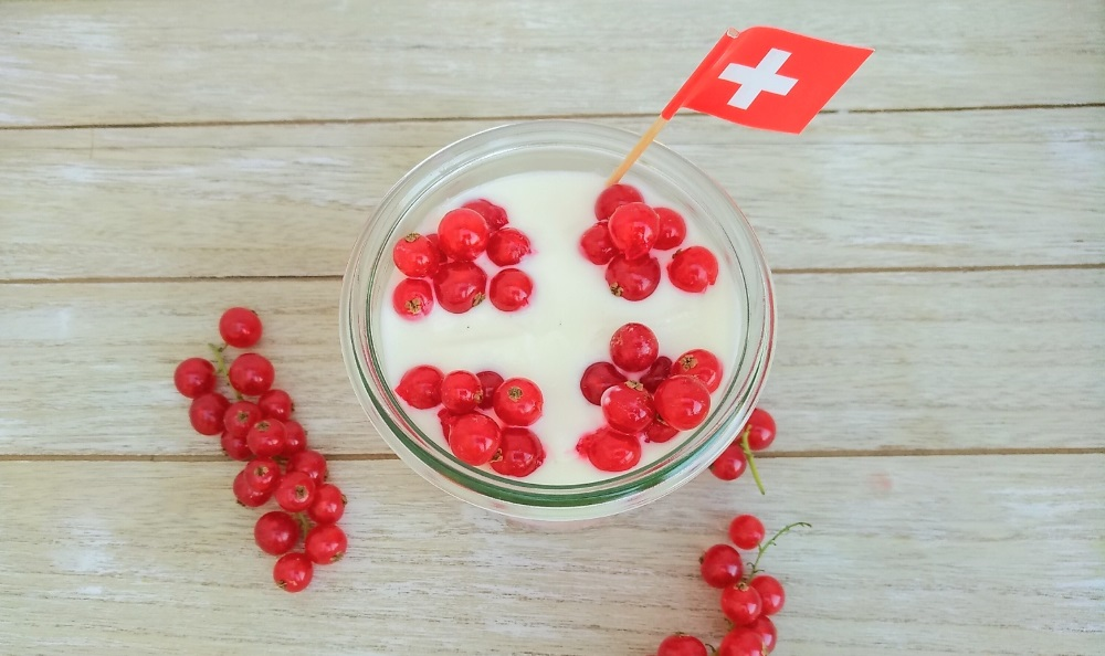 johannisbeer himbeer schichtdessert nachtisch 1. August nationalfeiertag rezept foodblog kinderrezept familienrezept schweizer kreuz