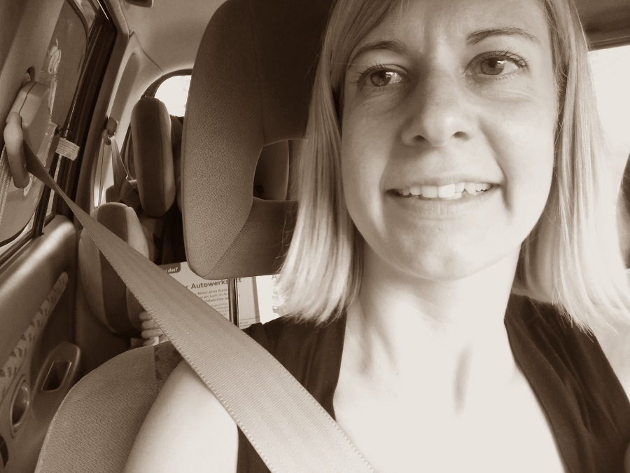 autofahren, reisen, unterwegs, kleinkind mama urlaub, tipps, ferien, lange autofahrt, spiele, snacks, kinder