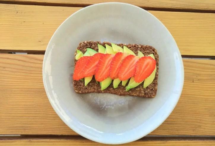 essen schwangerschaft tipps übelkeit geruchssinn sensibel schwanger obst gemüse gesund rezepte erdbeeren, avocado brötchen