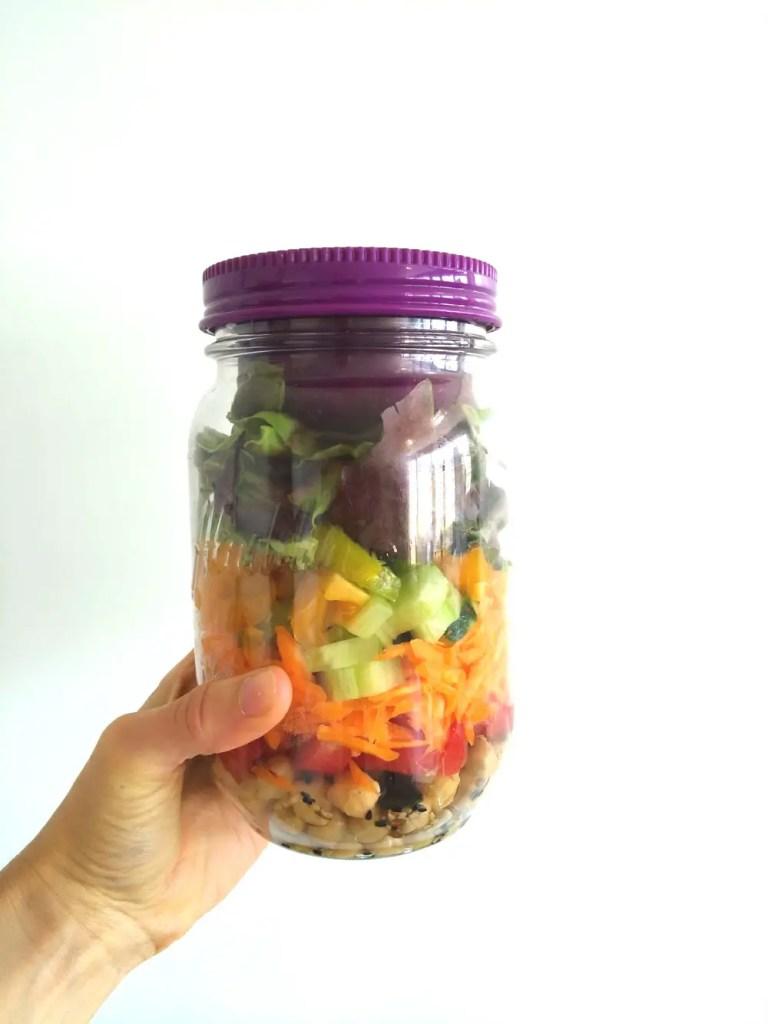 rainbow schichtsalat, farbig, essen, gesund, vegetarisch, regenbogen, salat im Glas, to go, rezepte, foodblog