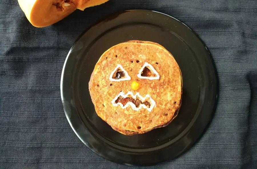 kürbis monster pancakes halloween rezept pfannkuchen kinder foodlbog mamablog einfach lustig apfelmus hero baby