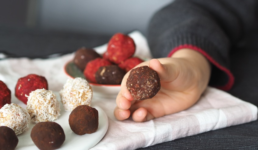 sweetpotato süsskartoffel energy balls energy bites, bliss balls kokos, ohne zucker, farbig, rezept