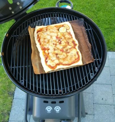 pizza auf grill