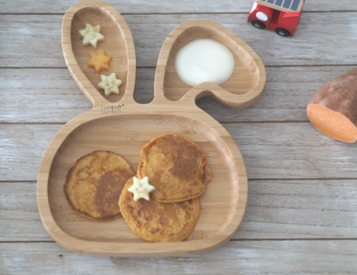 kleine pancakes in teller