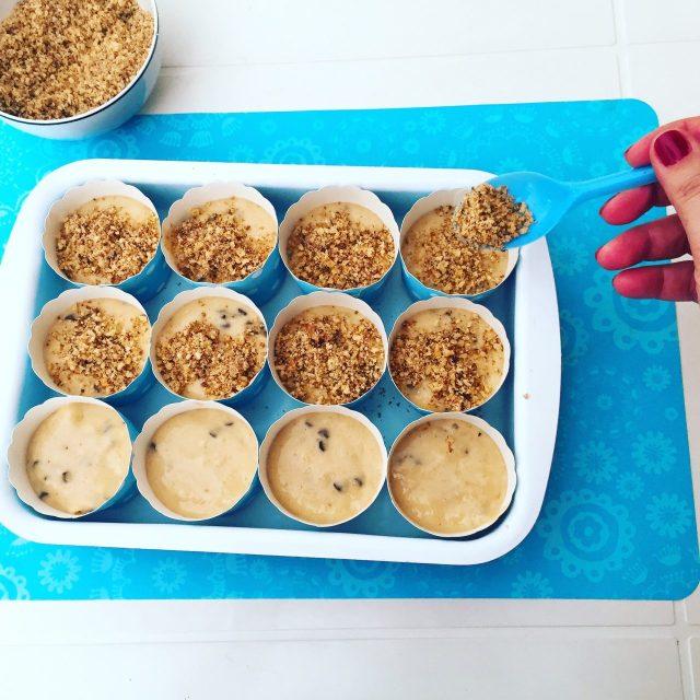 Muffin banane e cioccolato con noci da cuocere