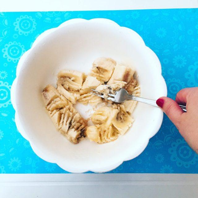 Muffin banane e cioccolato con noci_ preparazione banane