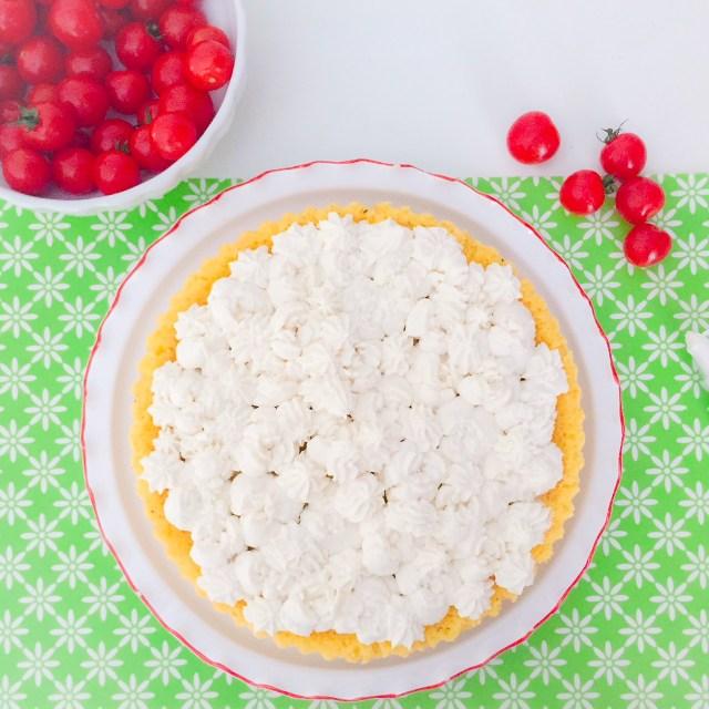 Crostata furba salata spuma di ricotta e pomodorini. da guarnire