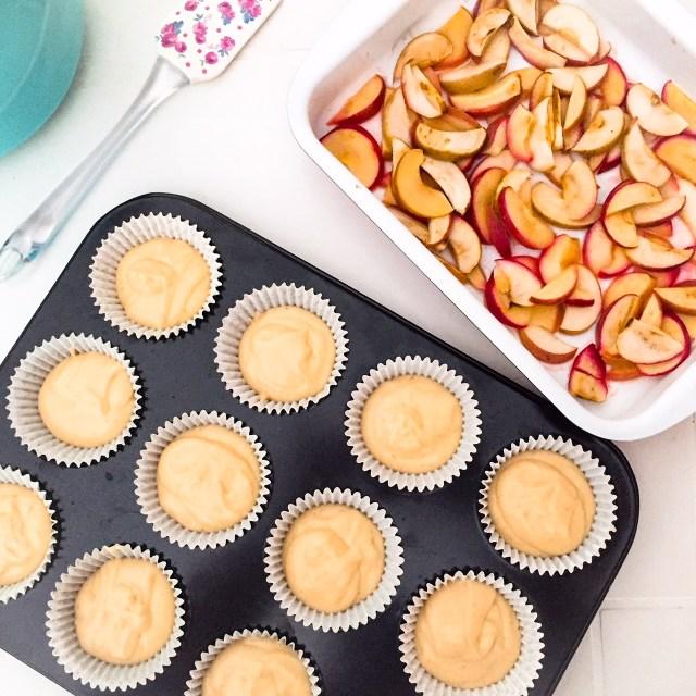 Muffin allo yogurt e mele annurche in teglia da cuocere