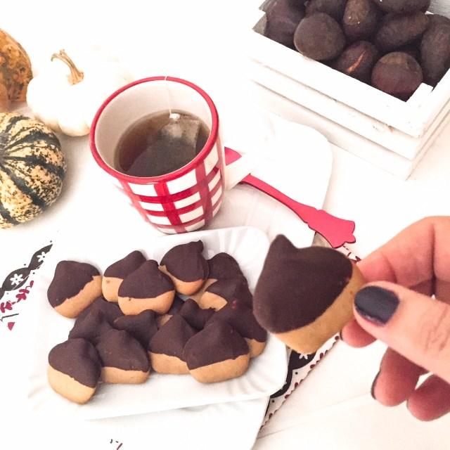 BISCOTTI CASTAGNOSI al cioccolato visti dall'alto