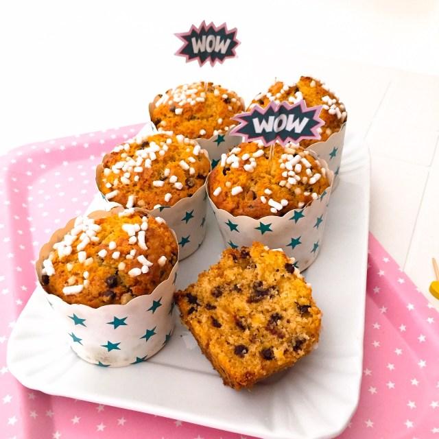 Muffin al panettone su vassoio
