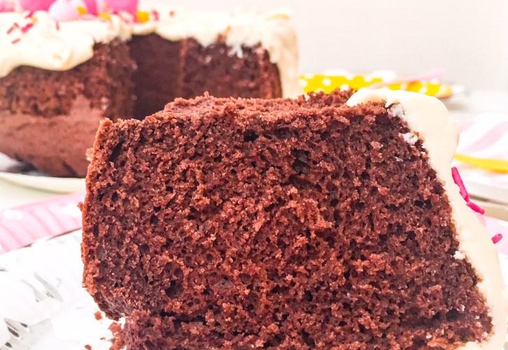 CHIFFON CAKE AL CACAO E CIOCCOLATO BIANCO fetta