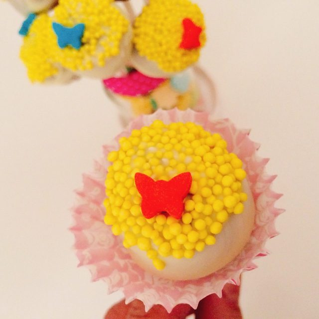 CAKE POPS FLOREALI in primo piano