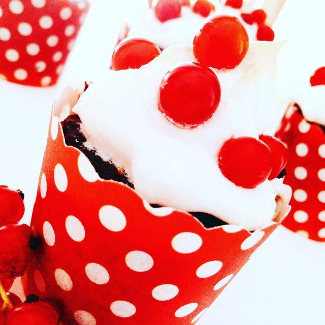 muffin al cioccolato, meringa e ribes_muffin singolo