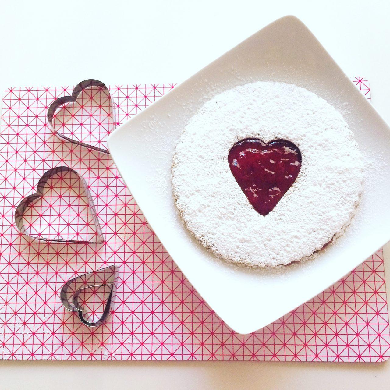 Maxi Linzer cookie