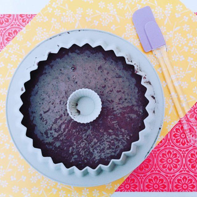One bowl cake di carote viola, nocciole e cioccolato bianco_cottura