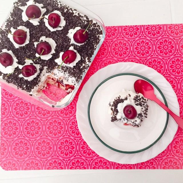 Torta foresta nera di biscotti_con fetta