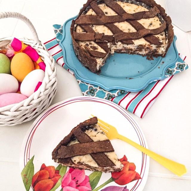 Pastiera al cioccolato con fetta