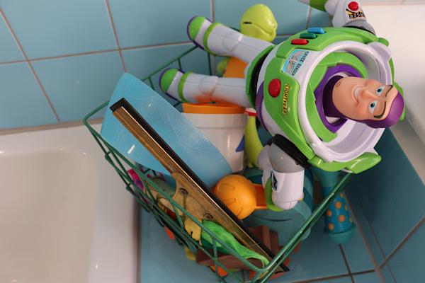 Stemningsbillede af børnenes legetøj når de bader