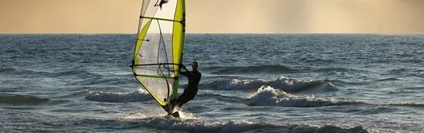 Sport de plage planche à voile