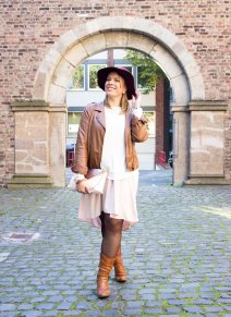 missesviolet-fashion-layering-nude-dress-and-brown-leather